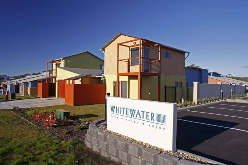 Whitewater estate macquarie builders for Kingston swimming pool tasmania